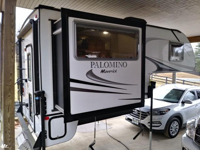 Mint Condition 2014 Palomino Maverick Truck Camper Truck