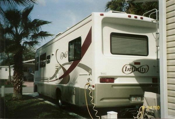 1999 Four Winds Infinity 31 Class A Motorhome