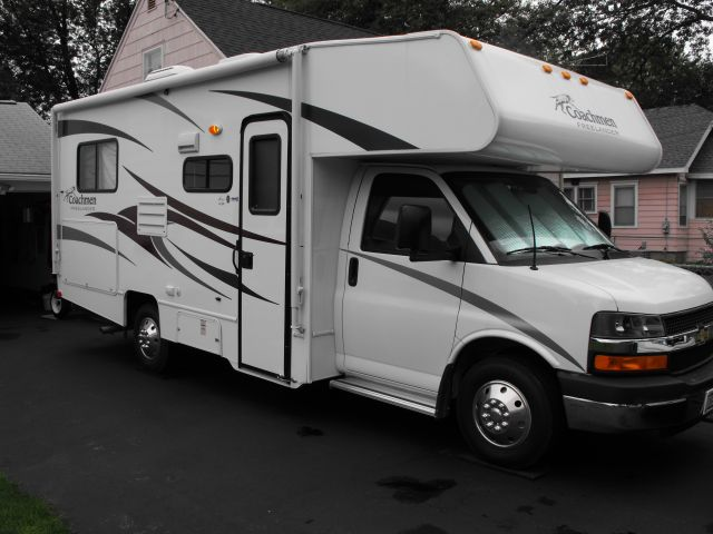 2017 Coachmen Catalina 333rets Reading Michigan 49274 820105 in addition Royalty Free Stock Images Interior Small Rv Image23617409 likewise 2016 Fleetwood Rv Discovery 40g Class A Motorhome moreover Slideout Rails Adjustment in addition How To Recover An Ugly Booth Di te. on coachmen motor