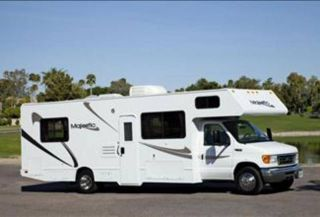 Four Winds Majestic 28R 30 Ft Class C Motorhome ISLAND QUEEN BED